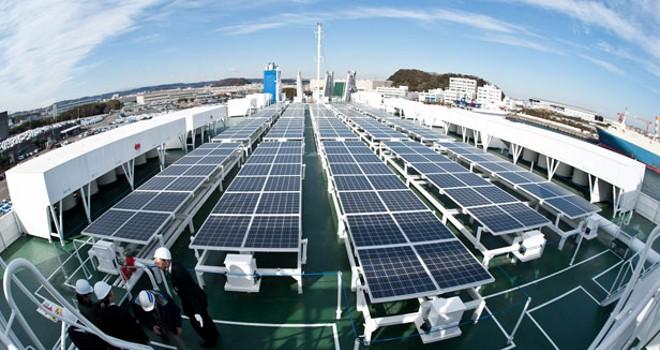 Barco-ecologico-para-cargar-coches-electricos