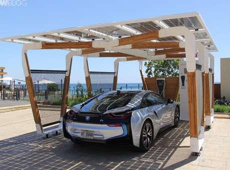 BMW reinventa los estacionamientos con paneles solares
