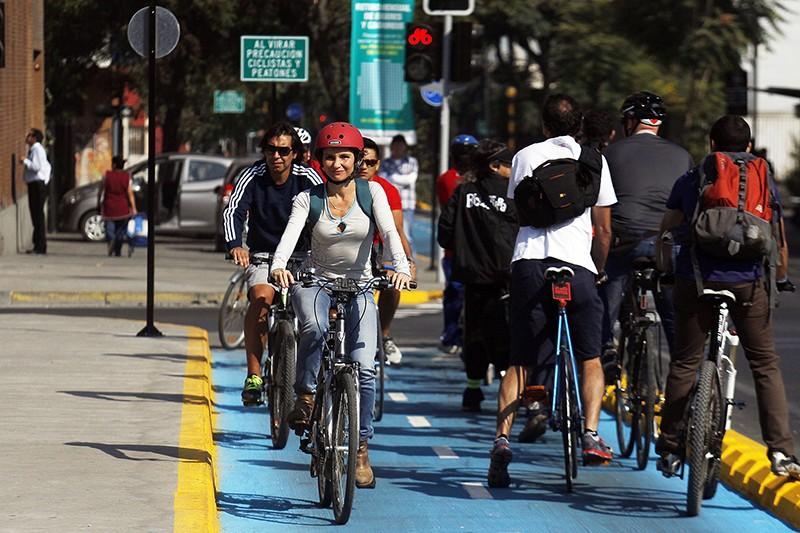 Número de ciclovías en Santiago aumentará un 49% en un año.